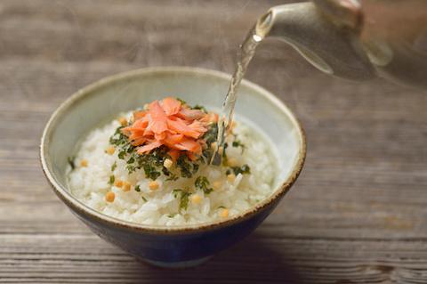 Salmon rice with green tea